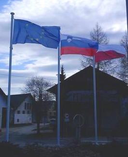 drogovi-za-horizontalno-obe_anje-zastav