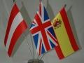namizne-zastavice-iz-tanke-poliestrske-svile-na-troj_ku