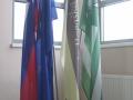 navadne-zastave-na-notranjem-stojalu