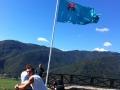 ob_ina-tolmin-zastava-na-obzidju-vrhu-hriba